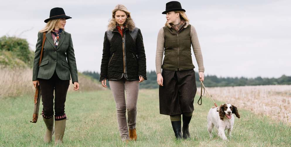 women in the field wearing country tweed and fitted shooting clothing